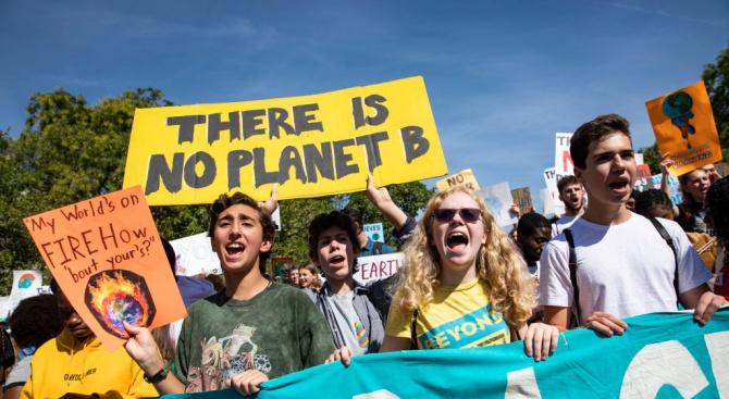 Протести на екоактивисти в Австралия, Великобритания и Франция доведоха до задържания и арести