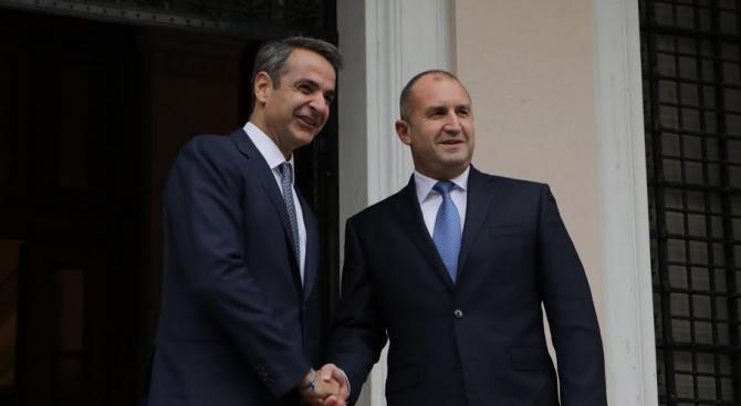 Радев и Мицотакис обсъдиха двустранното партньорство в сферата на сигурността и увеличения миграционен натиск към Европа