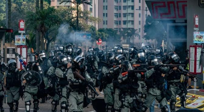 Протестиращи освободиха задържани полицаи в Еквадор