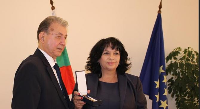 """Теменужка Петкова бе наградена с медал """"100 години дипломатическа служба на Азербайджан"""""""