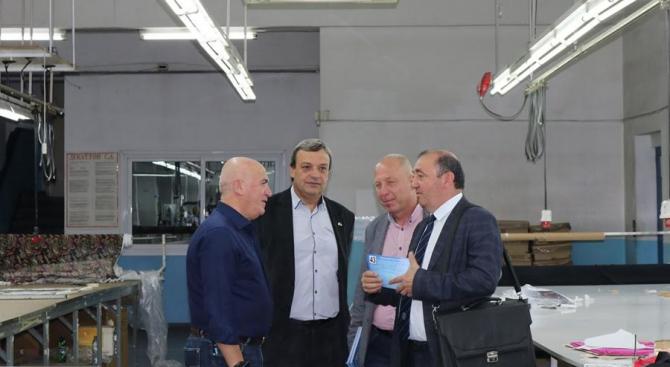 Кандидати за кметове и общински съветници от ГЕРБ-Перник се срещнаха с екипа на голяма производствена фирма