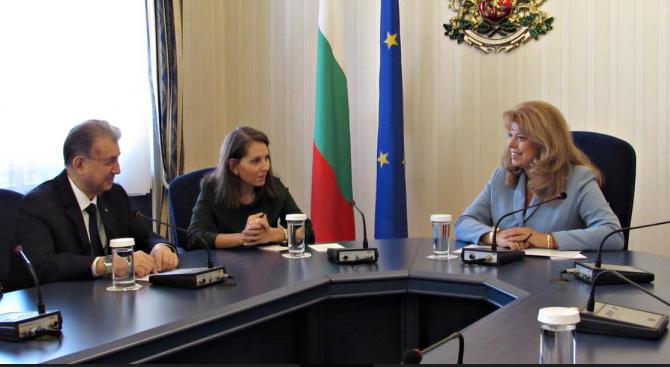 Илияна Йотова разговаря с председателя на Азербайджанската академия на науките