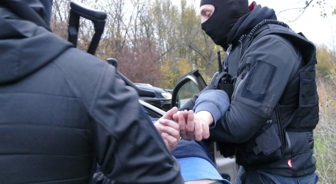 Спецакция в Бургас, задържаха шеф на охранителна фирма и още 9 души