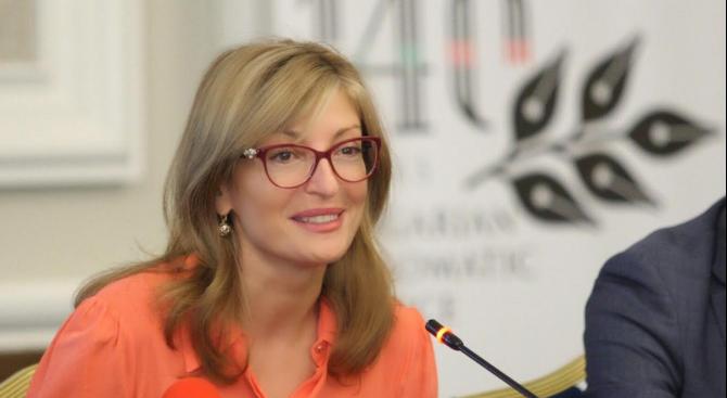 Захариева представи възможностите на България пред почетните ни консули зад граница