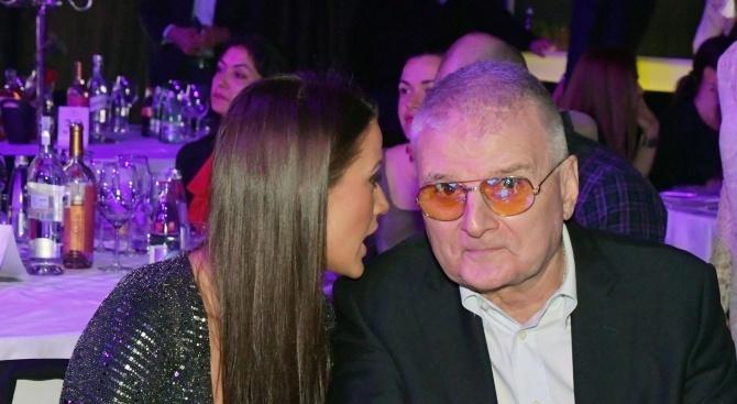 Христо Сираков верен 12 години на жена си