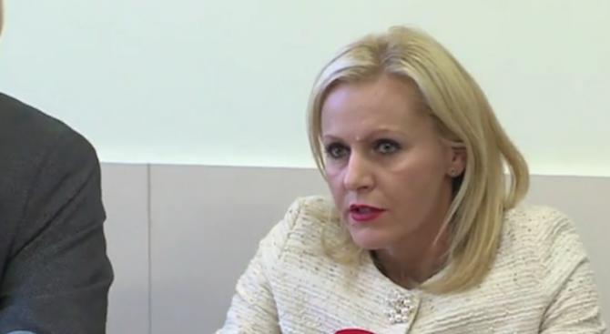 Затворник с доживотна присъда е осъществявал контакт с групата за рекети в Бургас