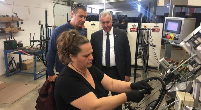 Кандидатът за кмет на Община Видин от ППГЕРБ Огнян Ценков посети видинско предприятие за велосипеди