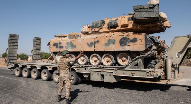 Канада временно спира продажбата на оръжие на Турция