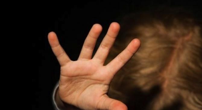 Съдят баща, изтезавал дъщеря си в продължение на години