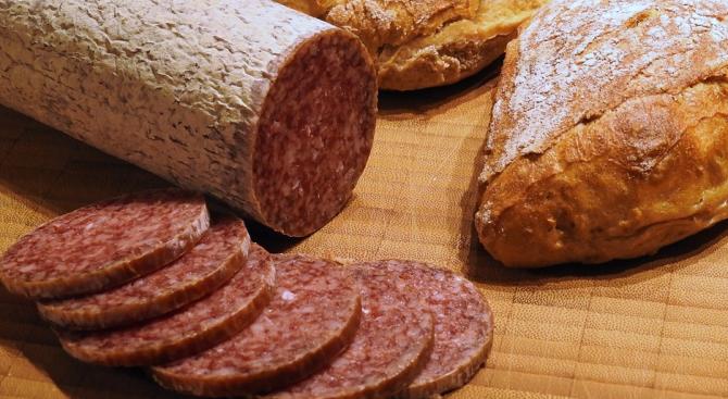 По сигнал от ЕС хванаха 366 кг отровни колбаси