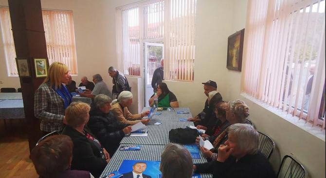 Георги Лапчев посети с. Кости, представи идеи за развитие на социалните услуги за възрастни хора