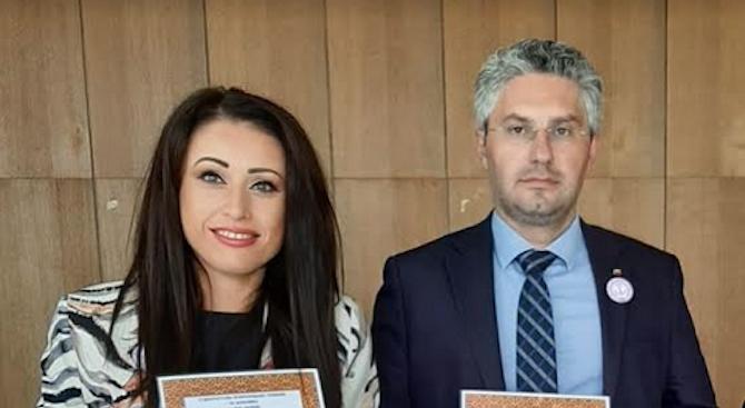 Депутатите от ГЕРБ Станислав Стоянов и Станислава Стоянова бяха отличени по повод 100-годишнината на Старопрестолната гимназия по икономика