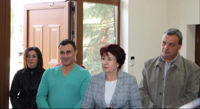 Кандидатът за кмет на Перник Вяра Церовска се срещна с работещите във фирма за производство на текстил