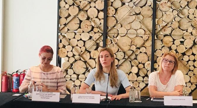 Министър Ангелкова в Боровец: Мобилизирани сме зимният сезон да затвърди добрите резултати през трудната 2019 г.