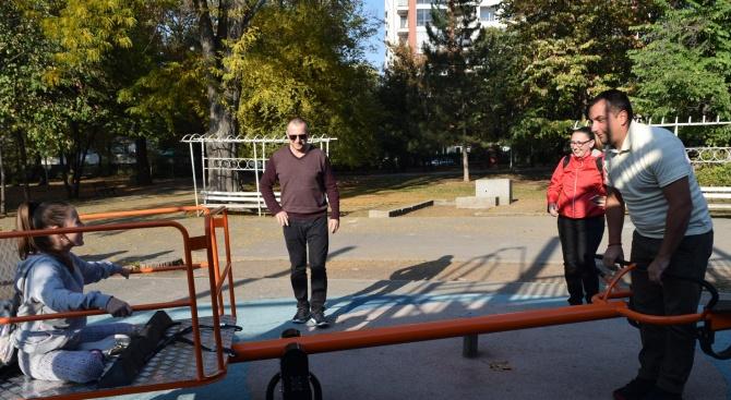 """Люлка за деца инвалиди поставиха в парк """"Света Троица"""""""