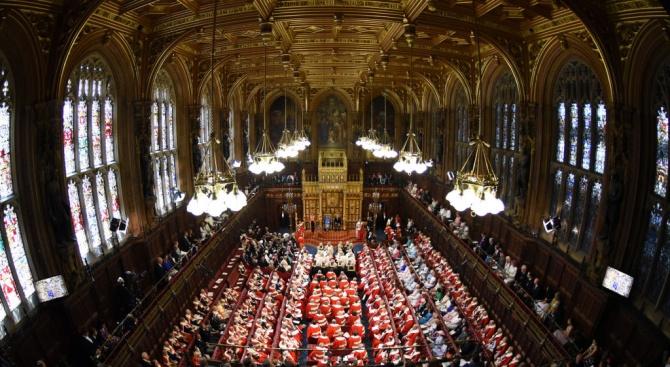 Британският парламент се събра на извънредно заседание за Брекзит