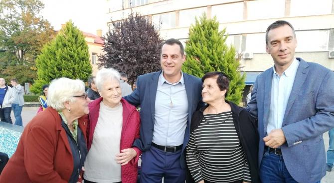 Кандидатът за кмет на Карнобат Владимир Крумов получи силна подкрепа от своите съграждани