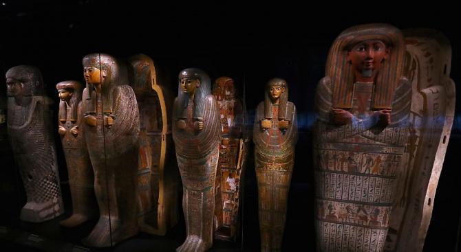 Египет показа новооткритите 30 древни саркофага с мумии