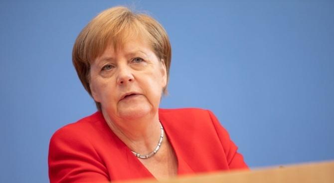 """Меркел и Путин обсъдиха подготовката на срещата на """"Нормандската четворка"""""""