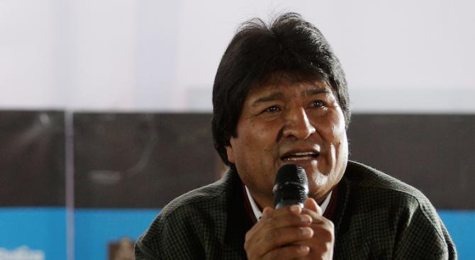 Моралес води на президентските избори в Боливия, очаква се втори тур