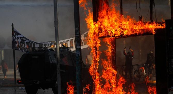 Трети ден на размирици в Чили