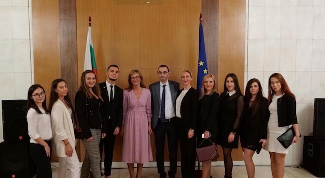Екатерина Захариева: Надявам се скоро българските студенти в Русия да получат право на работа