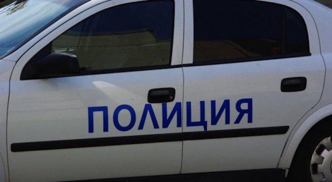 Незаконен боен арсенал е иззет от къща в град Баня