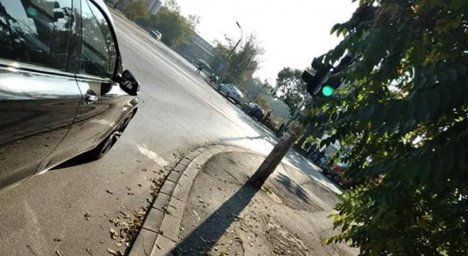 Лек автомобил помете колоездач в София