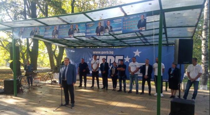 Кандидат-кметът на Радомир Пламен Алексиев в село Дрен: Запазваме училището и правим добра транспортна връзка с другите места