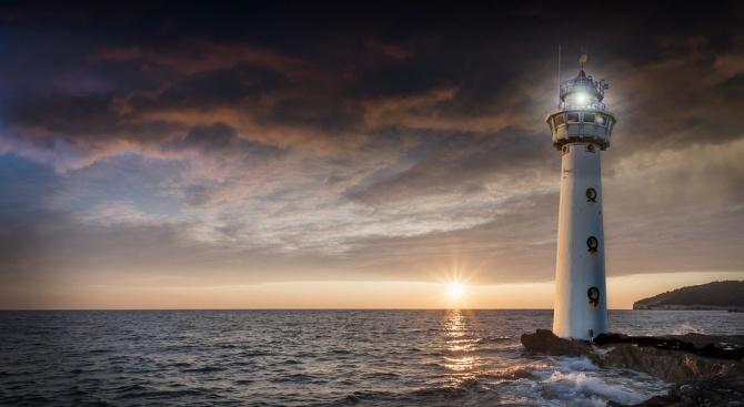 В Дания преместиха 120-годишен морски фар, застрашен от ерозията на брега