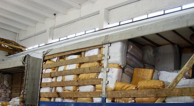 """Над 18 000 фалшиви текстилни изделия и аксесоари са задържани на """"Капитан Андреево"""""""