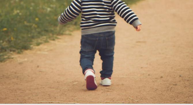 Издирват бебе на година и пет месеца