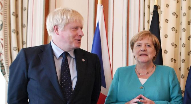 Джонсън към Меркел: Брекзитът не трябва да се отлага