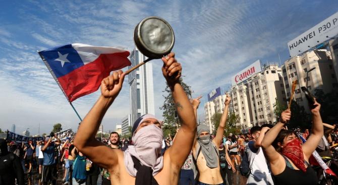 Протестите в Чили продължават, 18 са вече загиналите