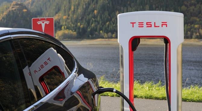 Скок в акциите на Тесла след изненадващата новина, че компанията е била на печалба през третото тримесечие