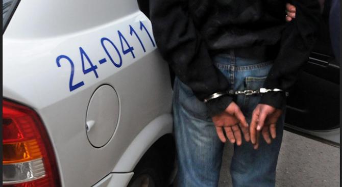 Арестуваха мъжа, наръгал детето си във Варна
