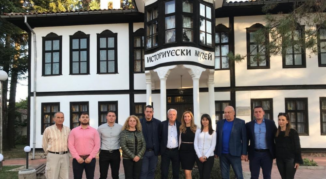 Николина Ангелкова се срещна с жителите на Етрополе и Правец