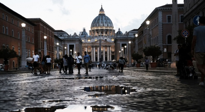 Синодът във Ватикана приключва след разгорещени спорове