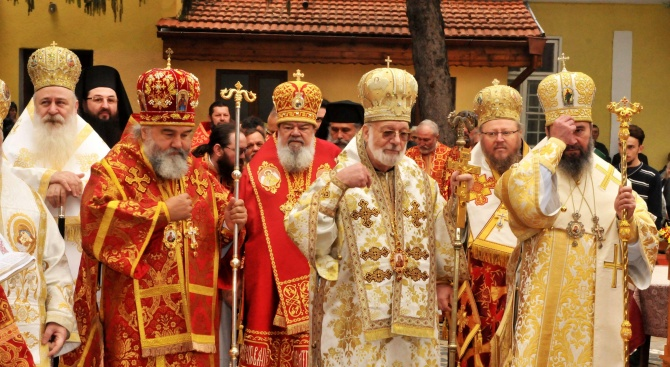 Митрополити от чужбина уважиха празника Димитровден в село Калипетрово