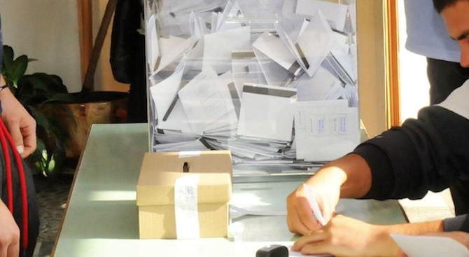 Член на СИК в Сливен не е вписвал номерата на личните карти на избирателите