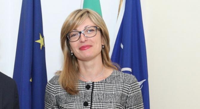 Захариева е на официално посещение в Армения