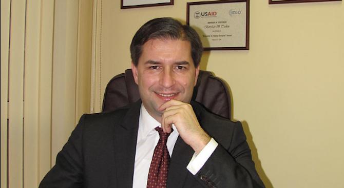 Румен Радевосвободи Борислав Цеков от правния си съвет