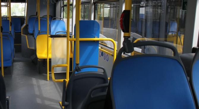 Автобус спря рязко, пенсионерка пострада