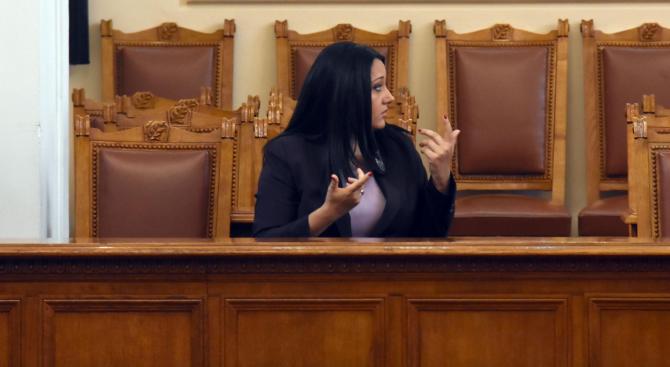 Парламентът прие оставката и на Лиляна Павлова