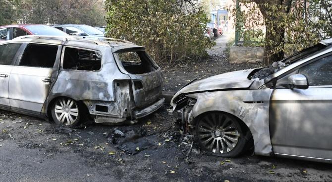 Запалиха коли в два столични квартала