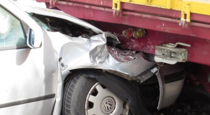 Кола се заби в насрещно движещ се ТИР на пътя Видин – Монтана