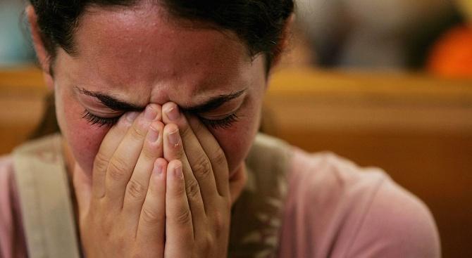 Тийнейджърка е била изнасилвана от учителя ѝ, от полицай, от адвоката ѝ и от гинеколога ѝ