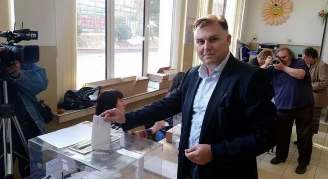 ГЕРБ бие убедително в Плевен. Кандидатът на Борисов Мирослав Петров води на Спартански с 18%