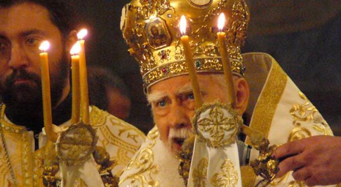 В Троянския манастир започнаха заупокойните богослужения в памет на патриарх Максим