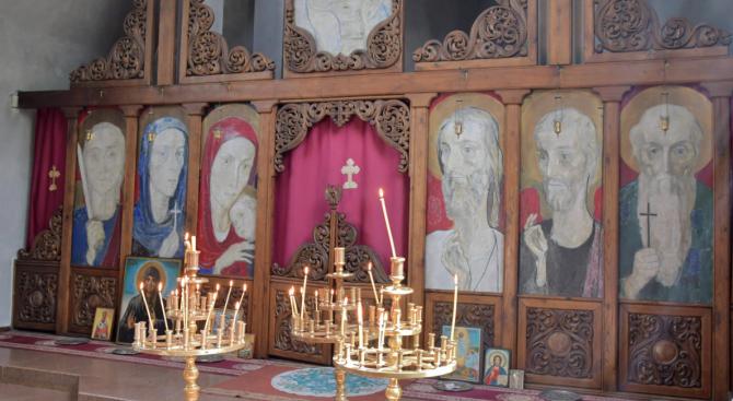 Полицията разследва кражби от три църкви в Русенско